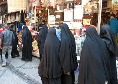 Basar mit Burkas