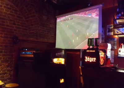 Liverpool gegen Sevilla in Pub in Istanbul