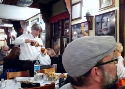 Kellner im Asmali Restaurant