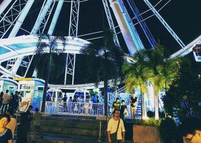 Vor dem Riesenrad im Asiatique in Bangkok