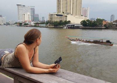 Frau am Loy La Long Hotel