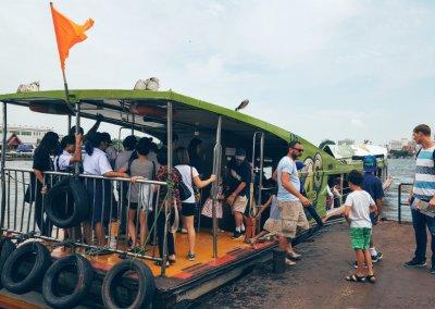 Faehre auf dem Chao Phraya
