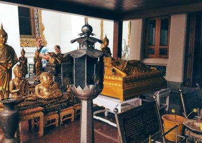 Gebete im Wat Pho