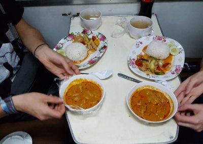 Lunch im Zug Thailand