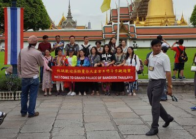 Reisegruppe vor Grosser Palast