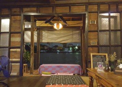 Blick auf Chao Phraya am Abend