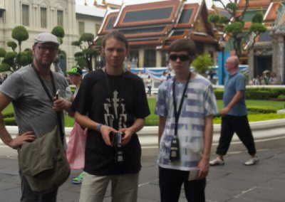 Familie vor dem Grosser Palast in Bangkok