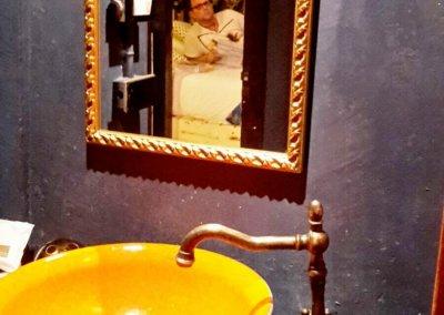 Waschbecken im White Room im Loy La Long Hotel