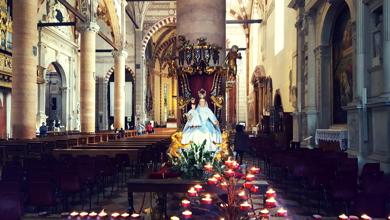 Heilige Maria in der Kirche