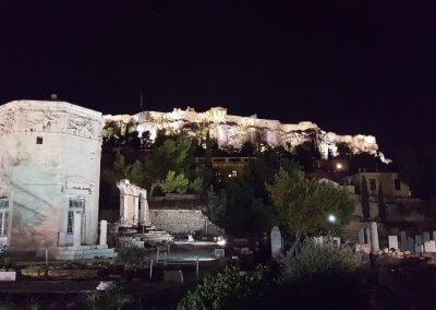 Blick am Abend auf Akropolis und Turm der Winde