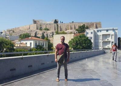 Emma auf Terrasse des Akropolismuseum