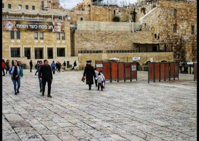 Am Platz vor der Klagemauer