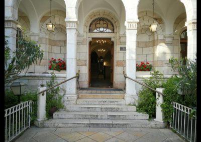 Eingang zum österreichischen Hospiz