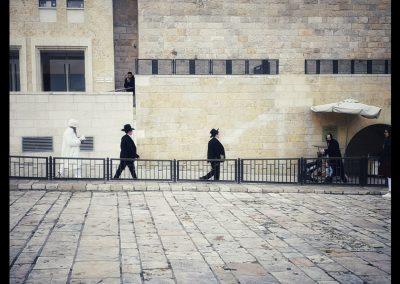 Juden auf dem Weg zur Klagemauer