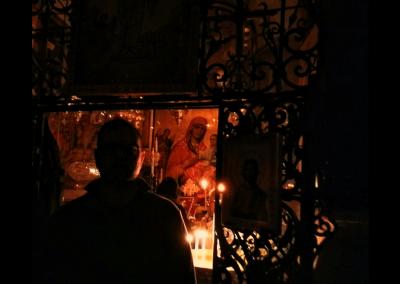 Vor dem Kopten Altar