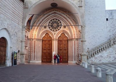 Eingang zur Basilica di San Francesco d'Assisi