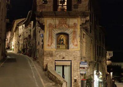 Zur Via Fontabella in Assisi
