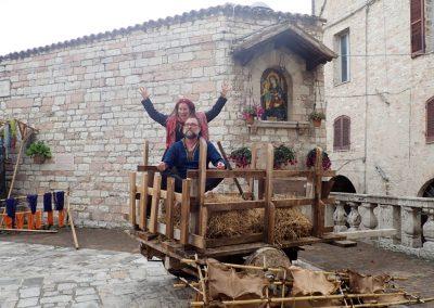 Satyadevi in Heuwagen in Assisi